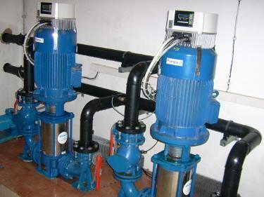 Druckerhoehungs-Anlage in einem Wasserwerk.