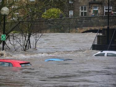 Hochwasserschutz, Service und eine umfassende Beratung für Landratsaemter, Staedte, Gemeinden, Feuerwehren sowie Privatpersonen.